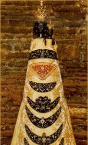 Litania loretańska od początku odmawiana była przy figurce Matki Bożej Loretańskiej
